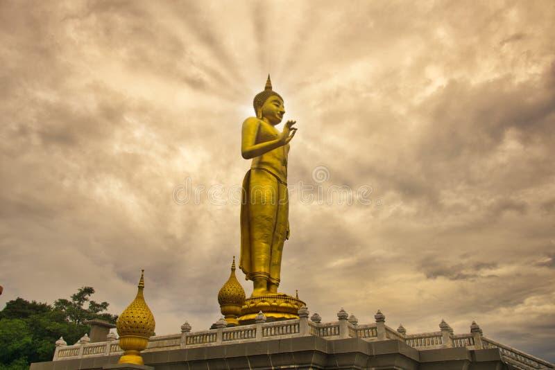 Стоя Будда в городе Hatyai, к югу от Таиланда стоковые фото