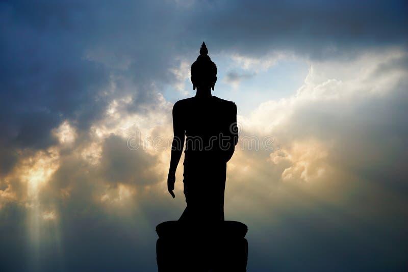 Стоя изображение Будды в Phutthamonthon стоковое изображение