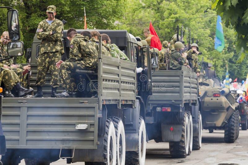 Download Столбец воинского оборудования на параде в честь 69th Anni Редакционное Стоковое Изображение - изображение насчитывающей хаки, machinery: 40581099