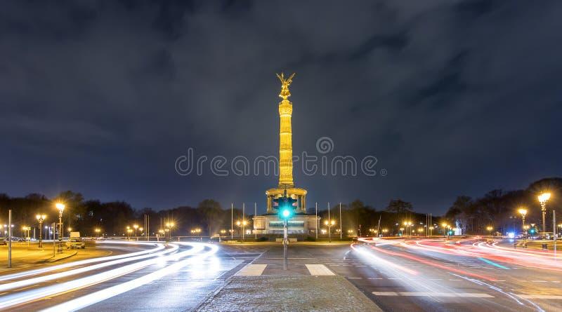 Столбец победы в Берлине, Германии, к ноча стоковое фото rf
