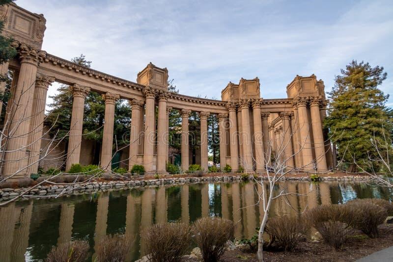 Столбцы дворца изящных искусств - Сан-Франциско, Калифорнии, США стоковые изображения rf