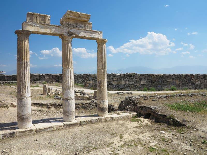 Столбцы и руины старого виска Artemis стоковое изображение rf
