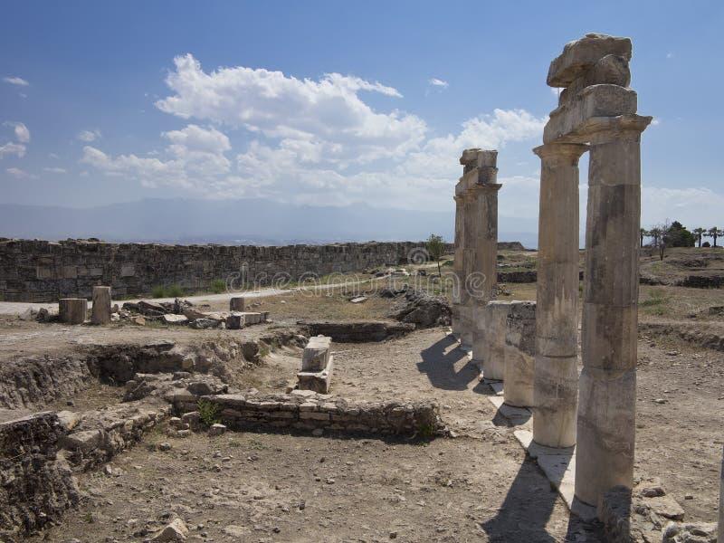Столбцы и руины старого виска Artemis стоковые изображения rf
