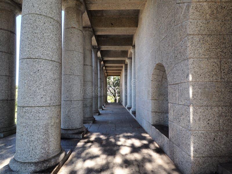 Столбцы на мемориале Родоса, Кейптауне, Южной Африке стоковое изображение rf