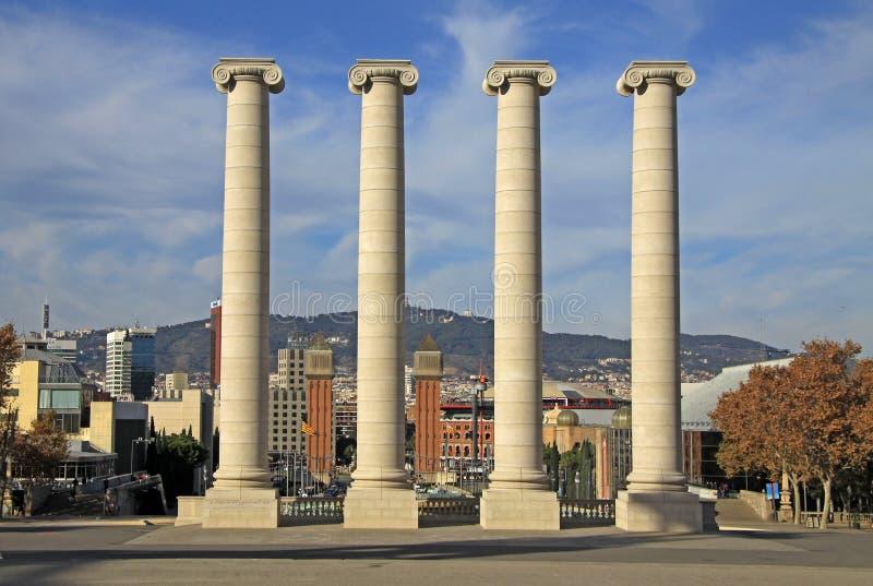 Столбцы перед национальным музеем изобразительных искусств Каталонии MNAC в Барселоне стоковые фотографии rf