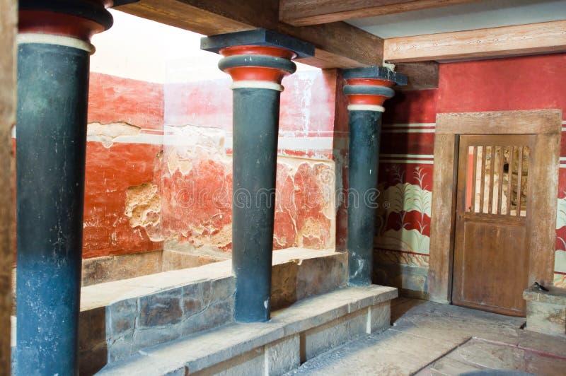 Столбцы Minoan в дворце Knossos на острове Крита, Греции стоковое фото rf