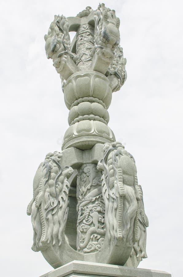 Столб дракона каменный стоковые изображения