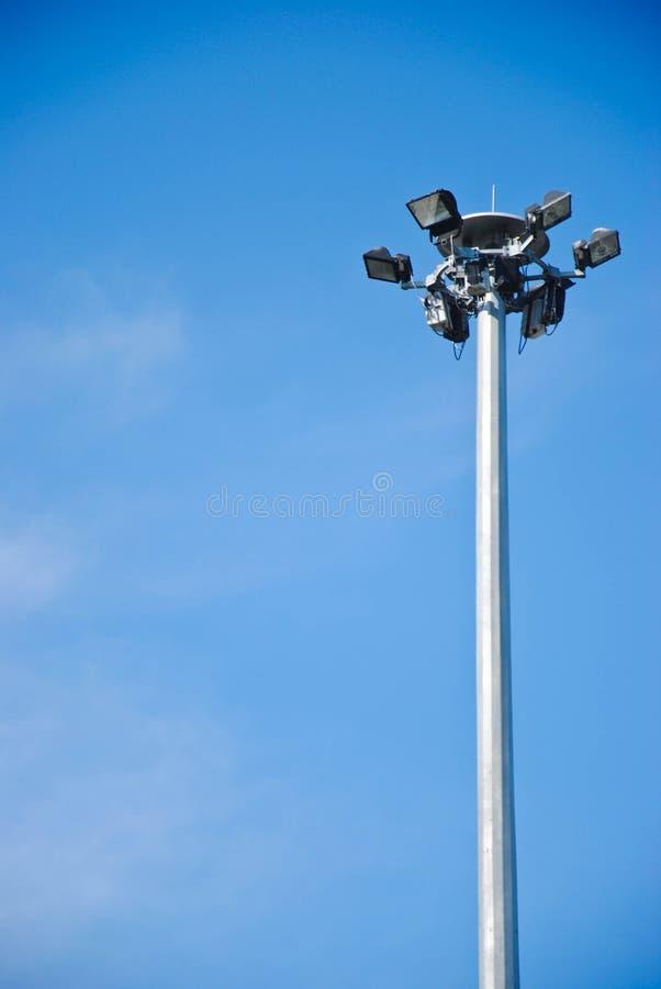Столб спорта светлый на красивой предпосылке неба стоковое фото rf