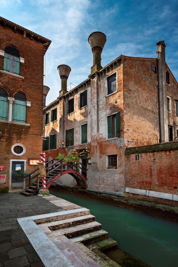 Столб Vecie Antica Trattoria ресторана в Венеции, Италии стоковое фото