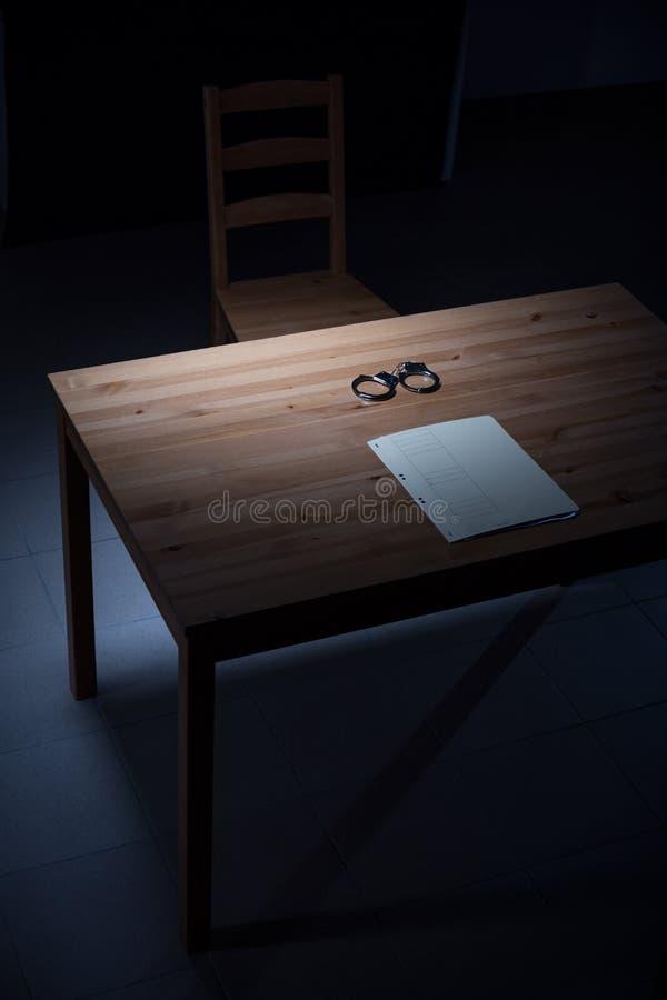 Стол в комнате расспрашивания стоковая фотография rf