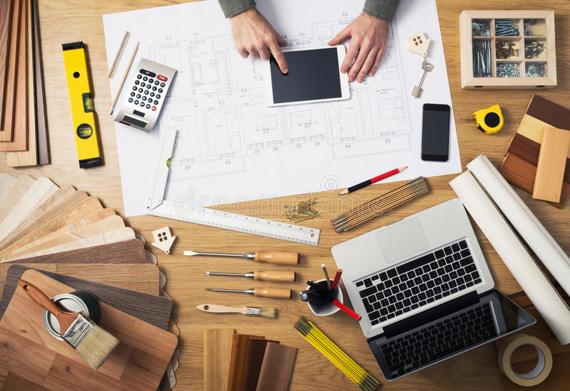 Стол инженера по строительству и монтажу стоковые изображения