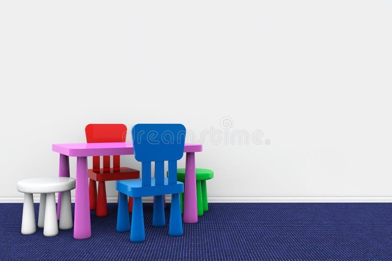 Стол и стулья детей против стены стоковые изображения rf