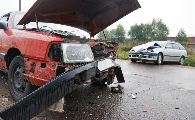 Столкновение автокатастрофы в городской улице стоковое фото