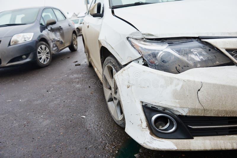 Столкновение автокатастрофы в городской улице стоковая фотография