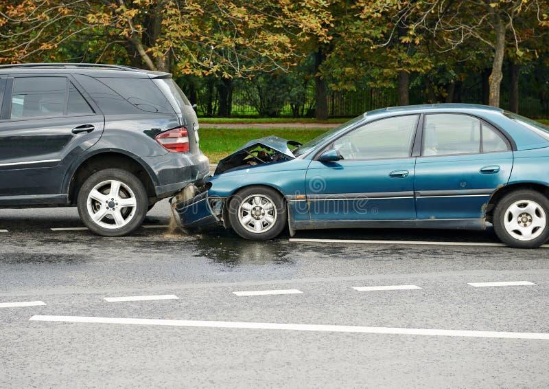 Столкновение автокатастрофы в городской улице стоковая фотография rf
