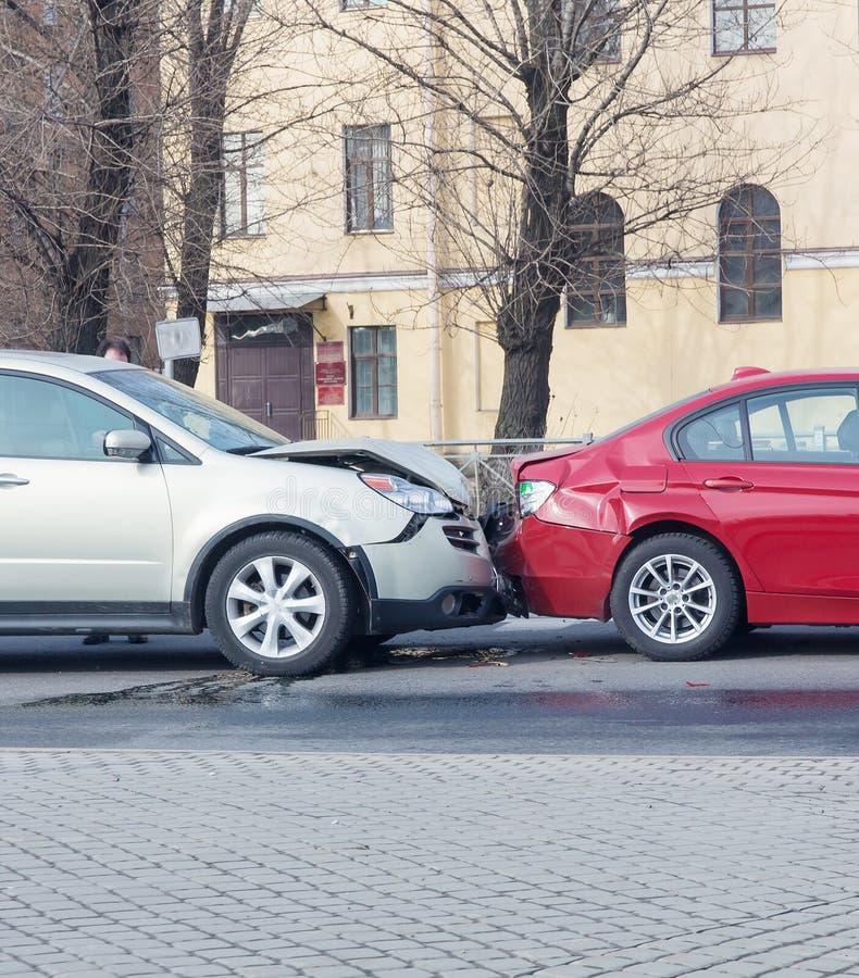 столкновение 2 автомобилей стоковое изображение rf