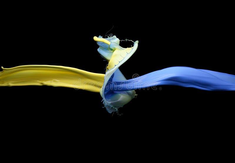 Столкновение желтой и голубой краски стоковые изображения rf