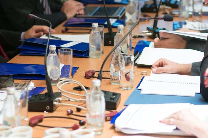 Стол переговоров стоковые изображения
