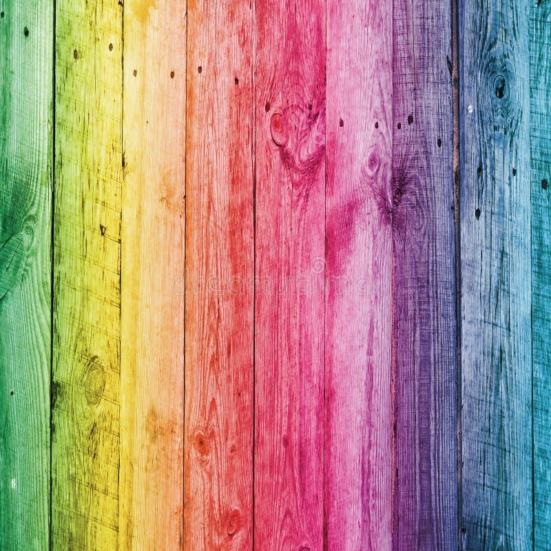 Стол радуги деревянный для предпосылки стоковая фотография