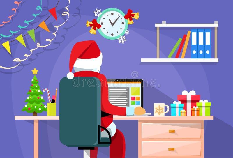 Стол Санта Клауса сидя используя интернет компьтер-книжки иллюстрация штока