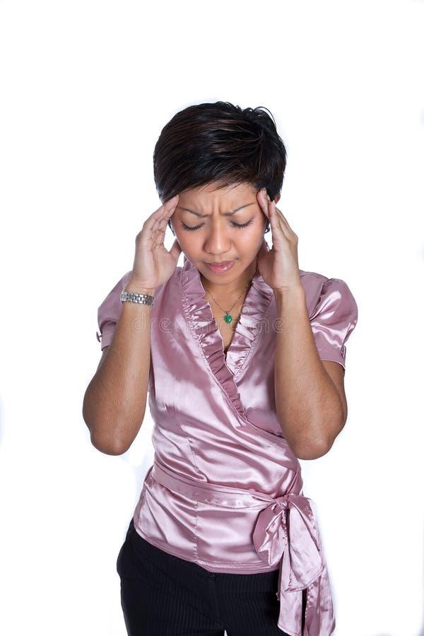 страдание коммерсантки изолированное головной болью строгое стоковые фото