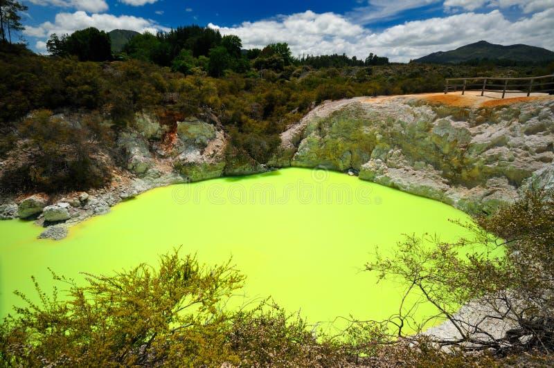 страна чудес wai tapu дьявола o s ванны термальная стоковые фото
