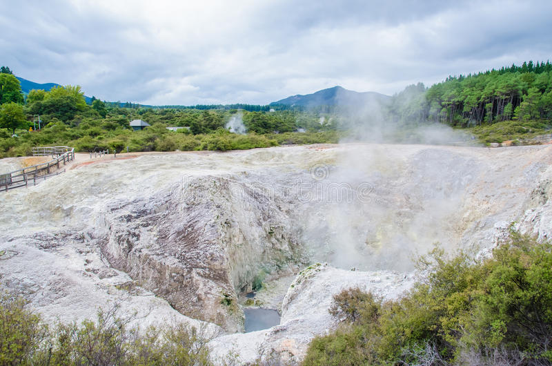 Страна чудес восходящего потока теплого воздуха Wai-O-Tapu стоковое фото rf