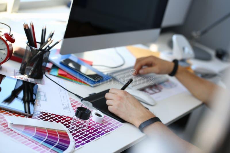 Страница бумаги печати теста с fantail и лупой дизайна теста цвета стоковые фотографии rf