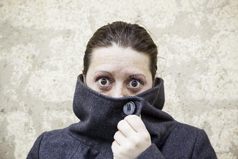 Странная покрытая девушка стоковая фотография