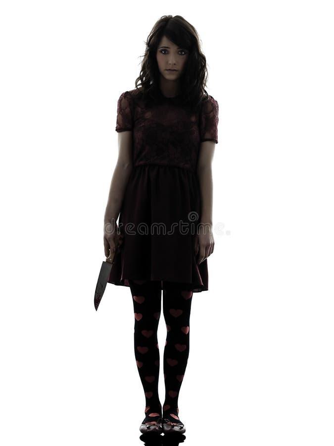 Странная убийца молодой женщины держа кровопролитный силуэт ножа стоковое изображение