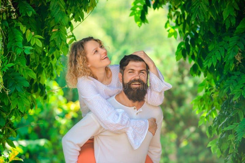 Страстная любовь Наслаждаться нежным теплым приятным моментом любов Интимность и нежность в любов Фантазия секретов o стоковое изображение rf