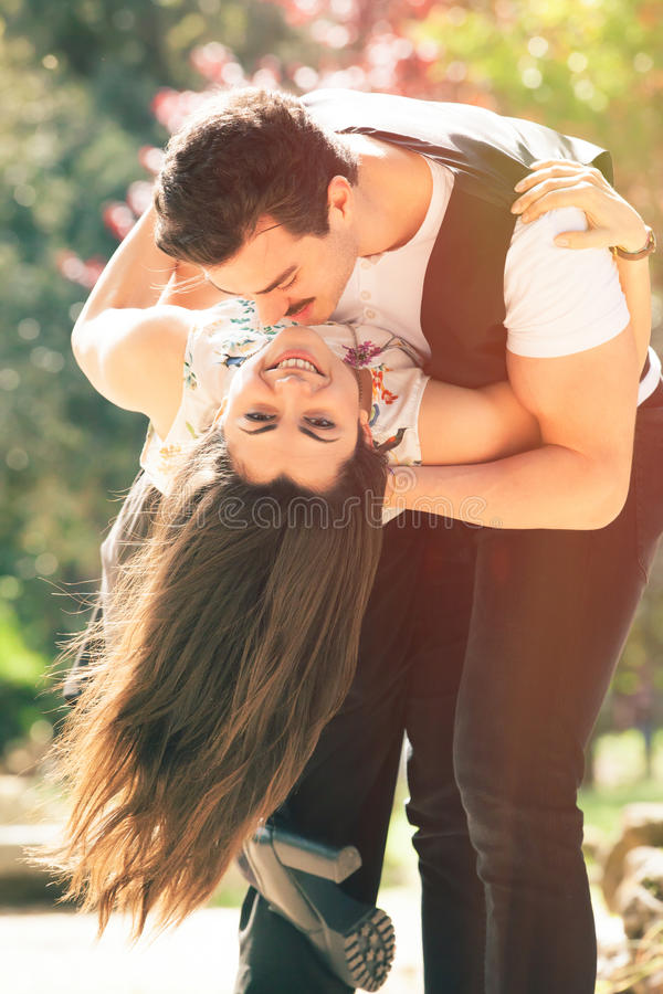 Страстная любовь, отношение пар романтичное Женщина и человек стоковые фото