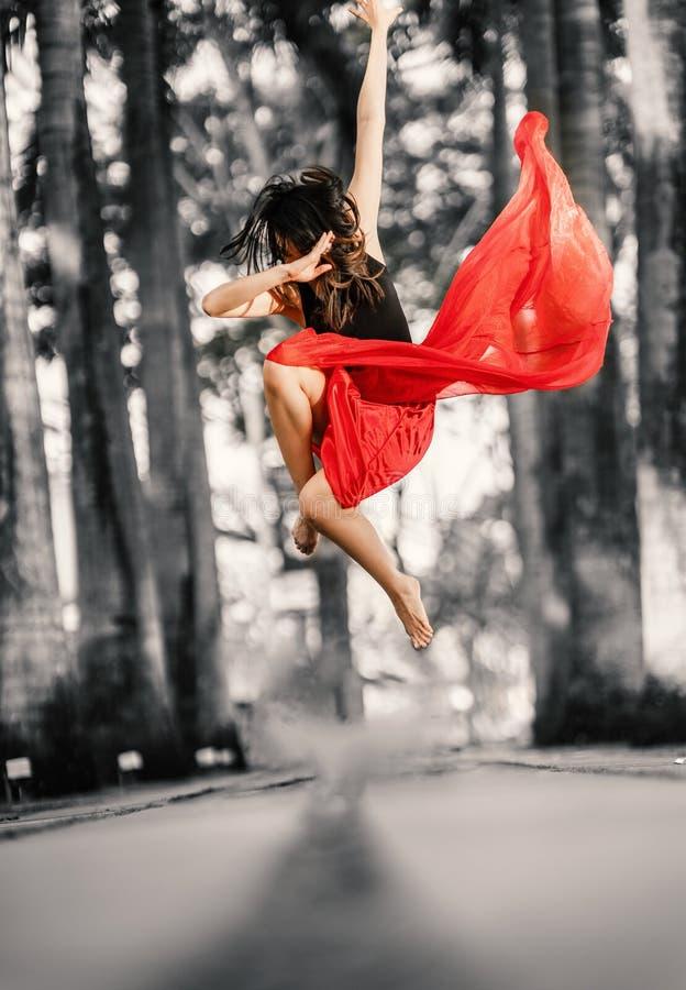 страсть Красивый молодой представлять танцора стоковые фотографии rf