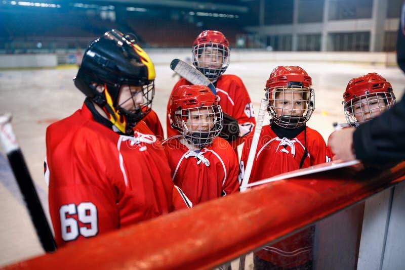 Стратегия образования в спичках хоккея стоковые изображения
