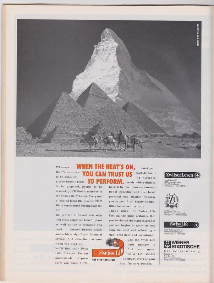 Страхование жизни рекламы плаката швейцарское в журнале от 1992, когда жара, дальше, вы сможет доверить нам для того чтобы выполн стоковое фото