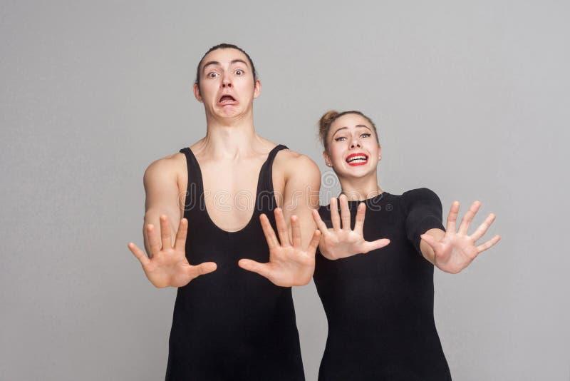 Страх! Afraidand пар имеет вспугнутый и усиленный взгляд стоковая фотография rf