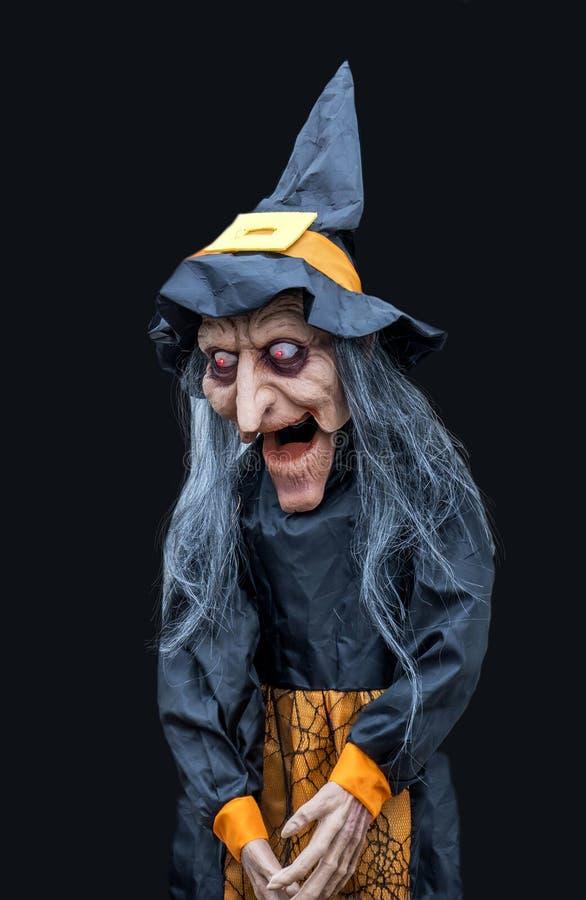 Страшная ведьма в черных платье и шляпе стоковые фотографии rf