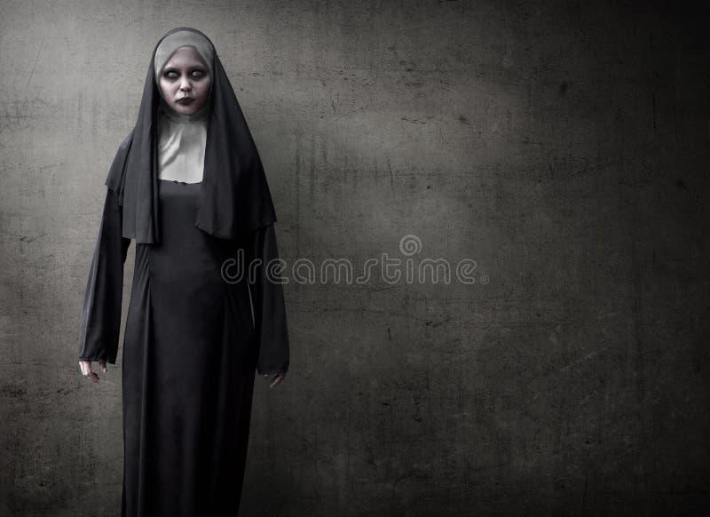 Страшная монашка дьявола стоковые фотографии rf
