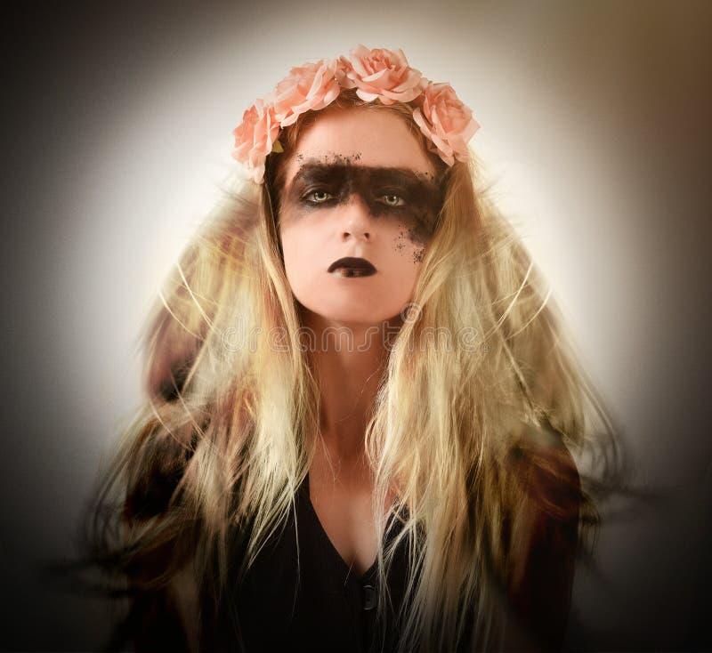 Страшное темное Анджел с подбитыми глазами стоковое изображение rf