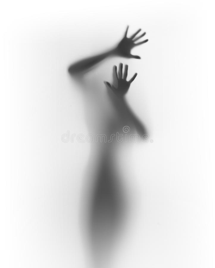 Страшный людской силуэт за диффузной поверхностью стоковое изображение rf