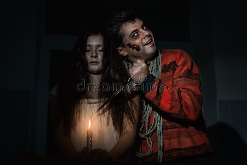 Страшный человек и женщина стоковое изображение