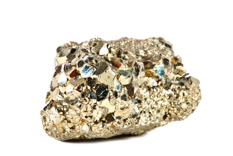 Стрельба макроса естественной драгоценной камня Сырцовый минерал пирит, Китай Изолированный предмет на белой предпосылке стоковая фотография