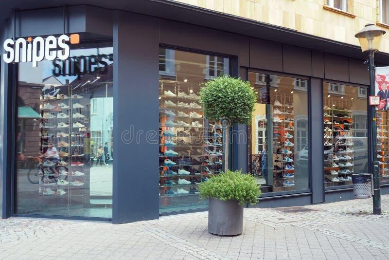 Стреляет из укрытия магазин в Offenburg, Германии стоковые фотографии rf