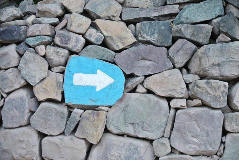 Стрелка указывая на правильное направление стоковые фотографии rf