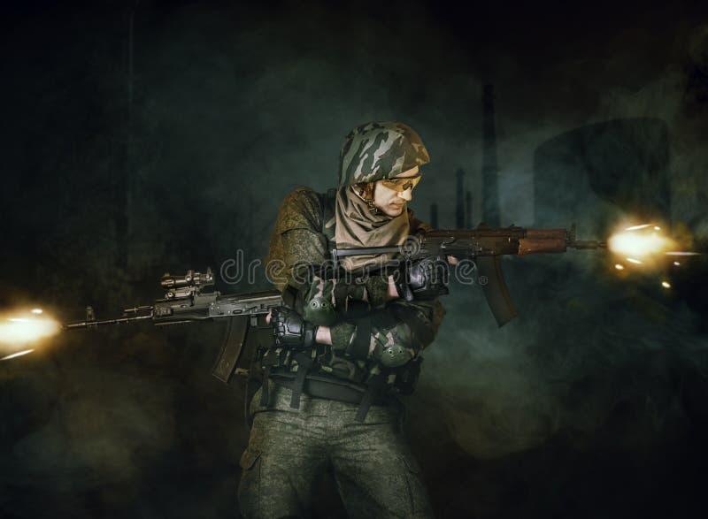 Стрельба солдата военного стоковые фото