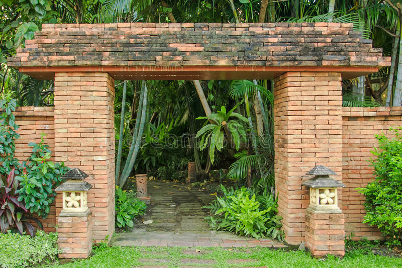 Стробы к старому городу в Таиланде стоковое изображение