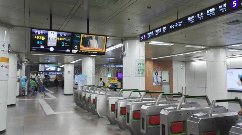 Строб билета на станции метро в Сеуле стоковое изображение rf