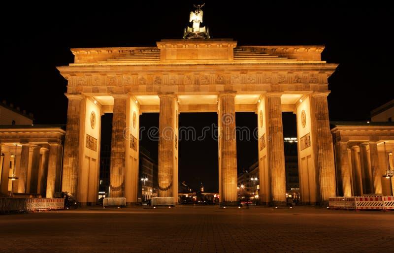 Строб Бранденбург на ноче стоковое изображение rf