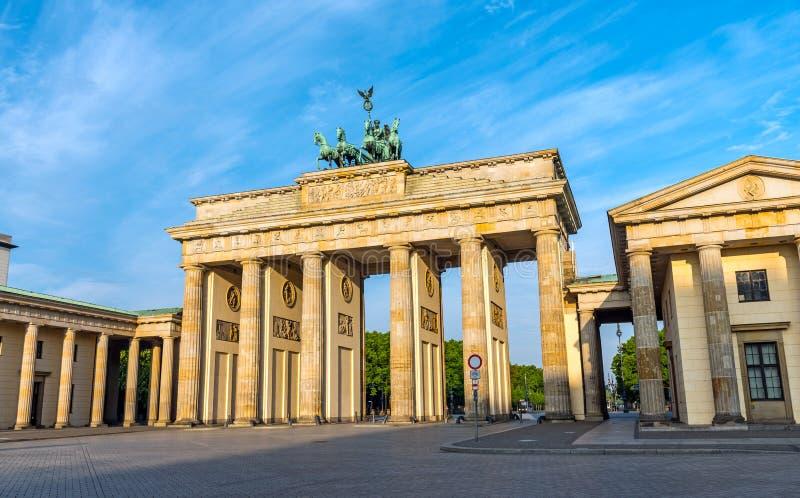 Строб Бранденбурга в Берлине после восхода солнца стоковое изображение rf