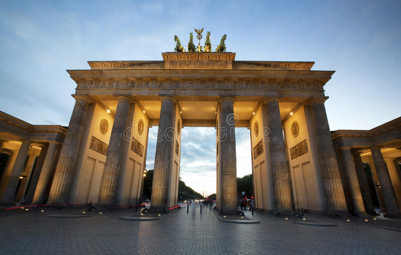 Строб Бранденбурга на вечере в Берлине стоковое изображение rf